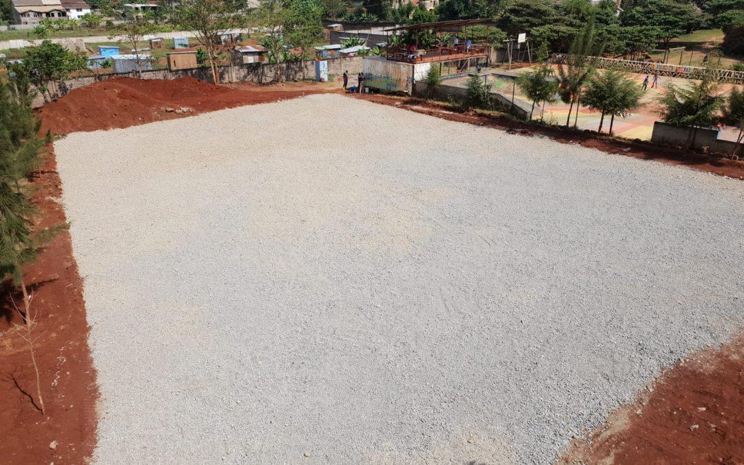Der Fußballplatz wird langsam grün